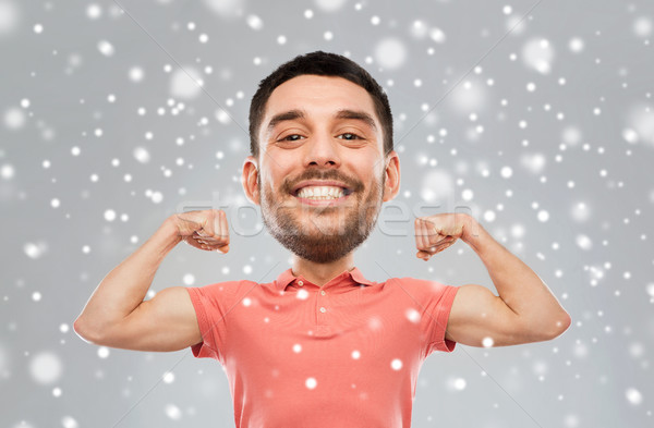 Sonriendo hombre bíceps nieve fitness Foto stock © dolgachov