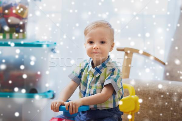 Foto stock: Feliz · pequeno · bebê · menino · condução · carro