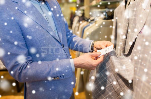 Homem escolher roupa roupa armazenar Foto stock © dolgachov