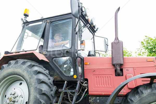 Senior homem condução trator fazenda Foto stock © dolgachov