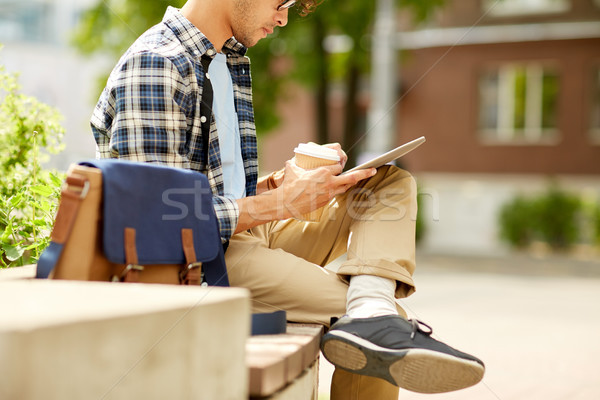Foto stock: Hombre · café · calle · de · la · ciudad · banco · negocios