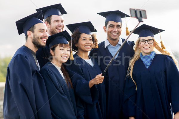 Diákok agglegények elvesz okostelefon oktatás érettségi Stock fotó © dolgachov