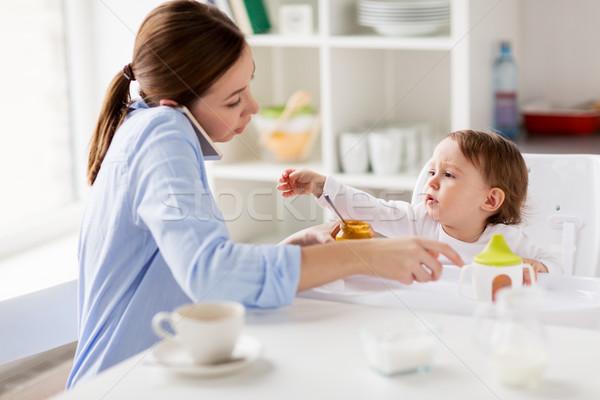 Photo stock: Mère · smartphone · bébé · maison · famille