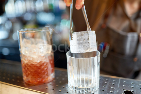 Barman Ice Cube glas bar alcohol dranken Stockfoto © dolgachov