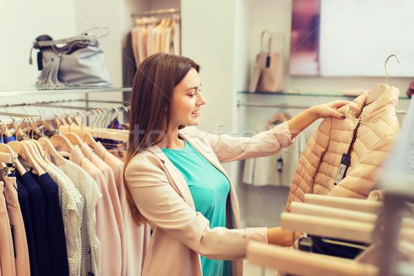 Stockfoto: Gelukkig · jonge · vrouw · kiezen · kleding · mall · verkoop