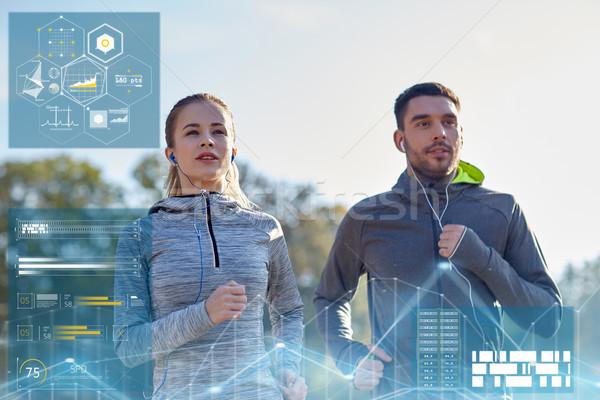 Gelukkig paar lopen buitenshuis fitness Stockfoto © dolgachov