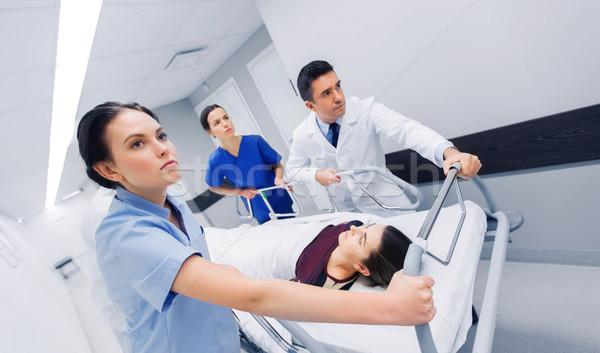 Kobieta szpitala awaryjne zawód ludzi Zdjęcia stock © dolgachov