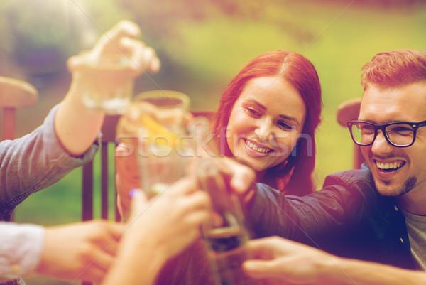 Glücklich Freunde Gläser Sommer Garten Freizeit Stock foto © dolgachov
