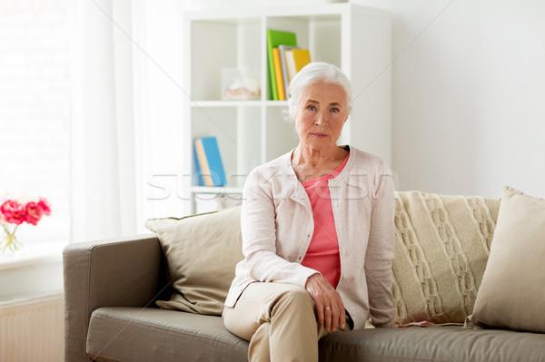Altos mujer casa vejez personas sesión Foto stock © dolgachov
