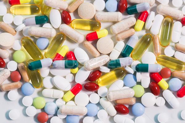 Diferente pílulas cápsulas drogas medicina saúde Foto stock © dolgachov