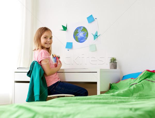 Gelukkig meisje huiswerk tekening home creativiteit onderwijs Stockfoto © dolgachov