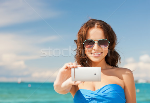 Vrouw bikini telefoon mooie vrouw strand Stockfoto © dolgachov