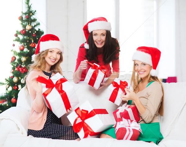 Stock fotó: Nők · mikulás · segítő · sapkák · sok · ajándékdobozok