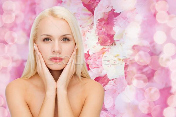 Gyönyörű nő megérint arc bőr egészség szépség Stock fotó © dolgachov