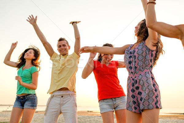Mosolyog barátok tánc nyár tengerpart barátság Stock fotó © dolgachov