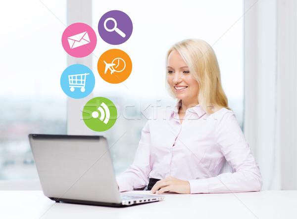 Stockfoto: Glimlachend · zakenvrouw · student · laptop · zakenlieden · technologie