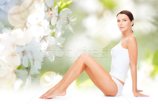 Mooie vrouw katoen ondergoed tonen benen mensen Stockfoto © dolgachov