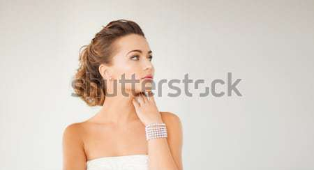 Frau Perle Ohrringe Armband schönen Braut Stock foto © dolgachov