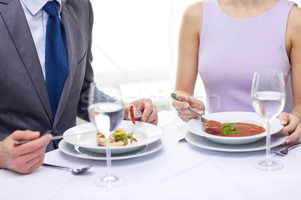 Casal alimentação aperitivos restaurante restaurante de comida Foto stock © dolgachov