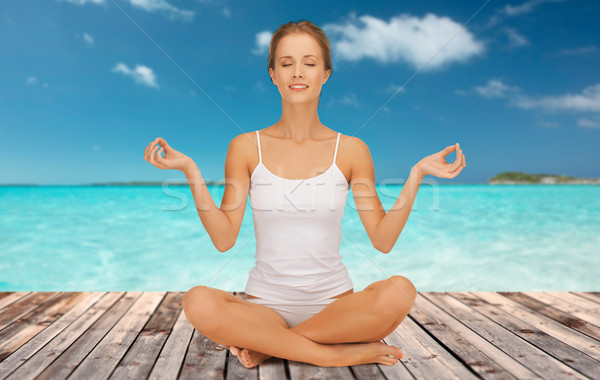 ストックフォト: 女性 · 瞑想 · ヨガ · 蓮 · ポーズ · 人