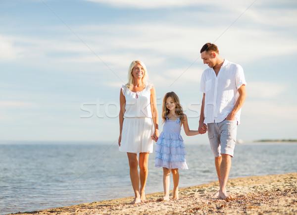 Boldog család vízpart nyár ünnepek gyerekek emberek Stock fotó © dolgachov