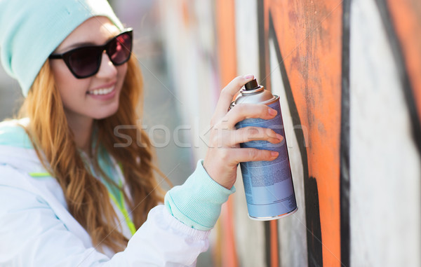 Mujer pintura en aerosol graffiti personas Foto stock © dolgachov