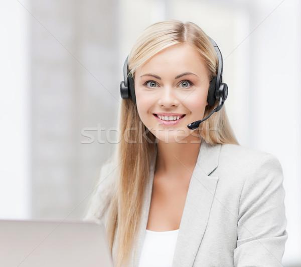 Barátságos női segélyvonal kezelő laptop mosolyog Stock fotó © dolgachov
