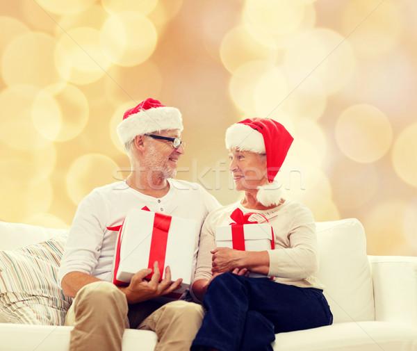 Boldog idős pár mikulás sapkák ajándékdobozok család Stock fotó © dolgachov