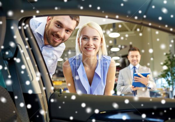 Boldog pár autókereskedő autó előadás szalon Stock fotó © dolgachov