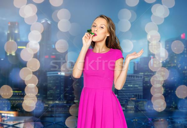 Boldog fiatal nő buli duda éjszaka város Stock fotó © dolgachov