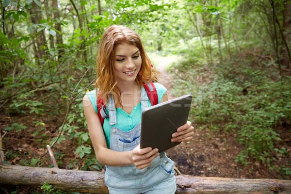 Szczęśliwy kobieta plecak lesie przygoda Zdjęcia stock © dolgachov