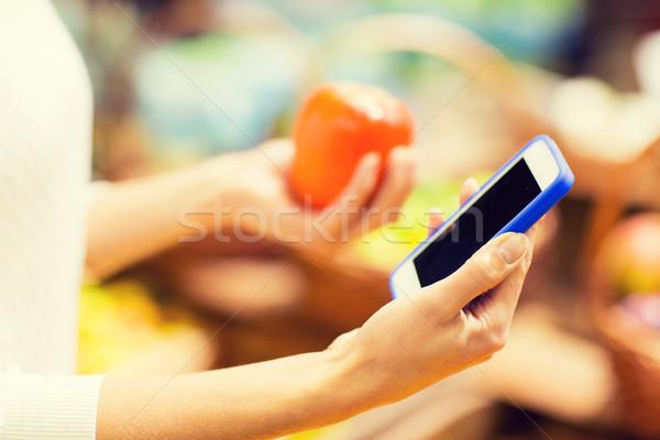 Kadın trabzon hurması pazar satış alışveriş Stok fotoğraf © dolgachov