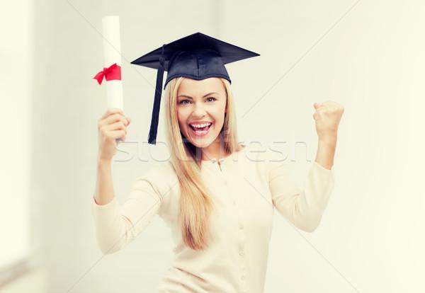 Estudiante graduación CAP certificado feliz mujer Foto stock © dolgachov