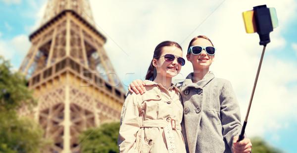 девочек смартфон Stick Эйфелева башня люди детей Сток-фото © dolgachov