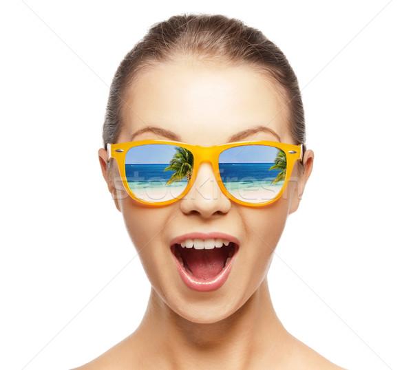 Gelukkig schreeuwen tienermeisje foto strand meisje Stockfoto © dolgachov