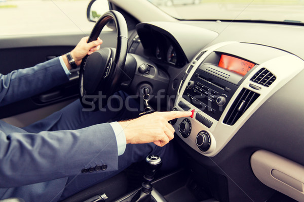 Hombre conducción coche emergencia botón Foto stock © dolgachov