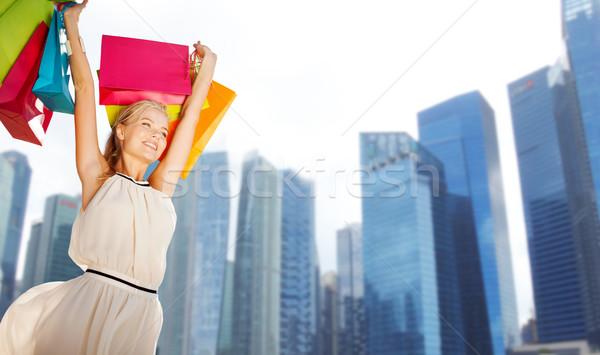 Feliz mulher Cingapura cidade pessoas Foto stock © dolgachov