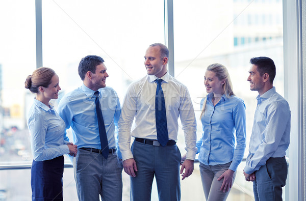 Lächelnd Geschäftsleute sprechen Büro Business Teamarbeit Stock foto © dolgachov