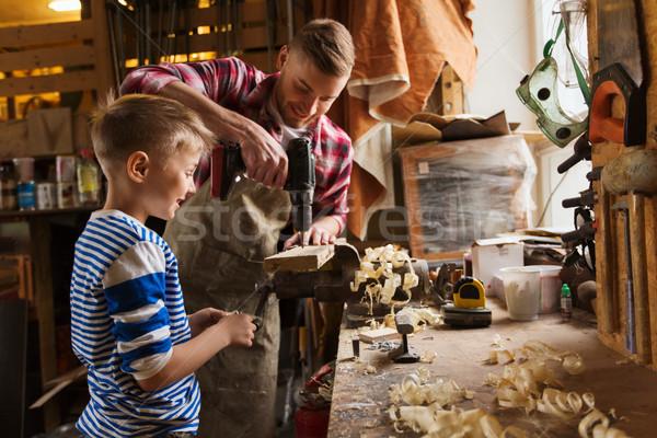 Apa fia fúró dolgozik műhely család ácsmesterség Stock fotó © dolgachov