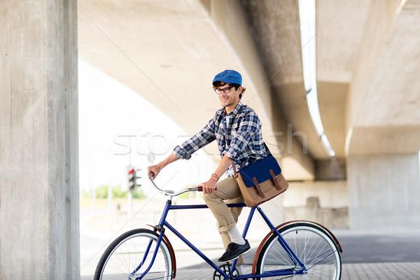 Mutlu adam çanta binicilik sabit Stok fotoğraf © dolgachov