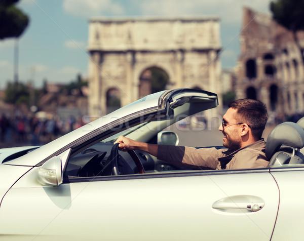 Szczęśliwy człowiek jazdy kabriolet samochodu miasta Zdjęcia stock © dolgachov