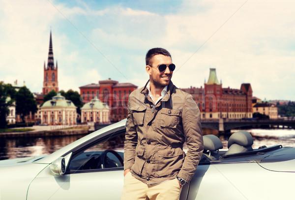 Homem cabriolé carro cidade viajar turismo Foto stock © dolgachov