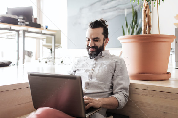 Mutlu yaratıcı erkek ofis çalışanı dizüstü bilgisayar iş Stok fotoğraf © dolgachov