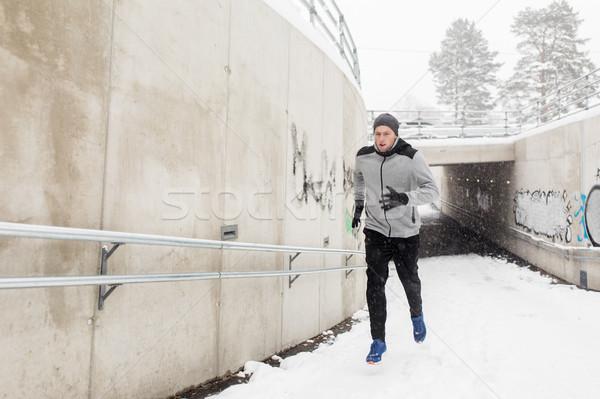 Człowiek uruchomiony na zewnątrz metra tunelu zimą Zdjęcia stock © dolgachov