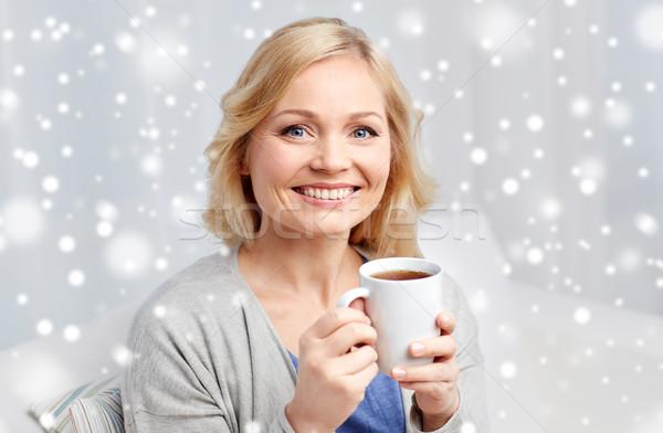 улыбающаяся женщина Кубок чай кофе домой люди Сток-фото © dolgachov