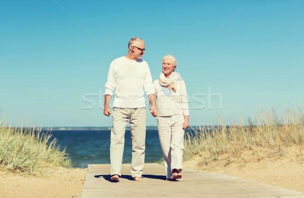 Stockfoto: Gelukkig · holding · handen · zomer · strand · familie