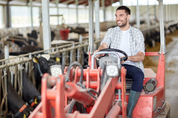 Férfi gazda vezetés traktor farm gazdálkodás Stock fotó © dolgachov