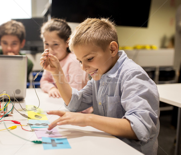 Ninos portátil invención robótica escuela Foto stock © dolgachov