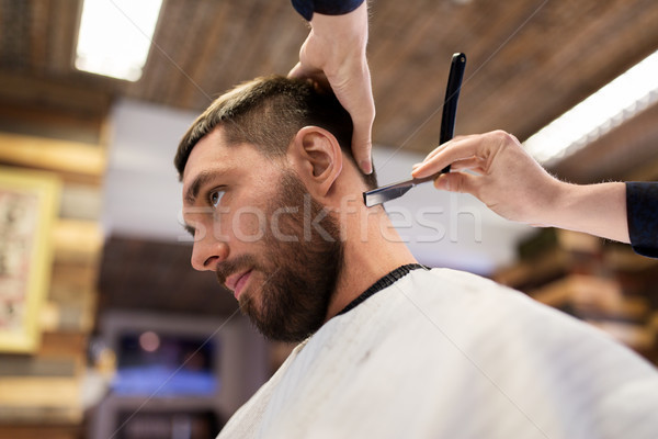Człowiek fryzjera prosto brzytwa włosy ludzi Zdjęcia stock © dolgachov
