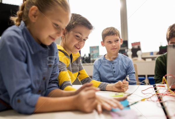 Feliz ninos invención robótica escuela Foto stock © dolgachov